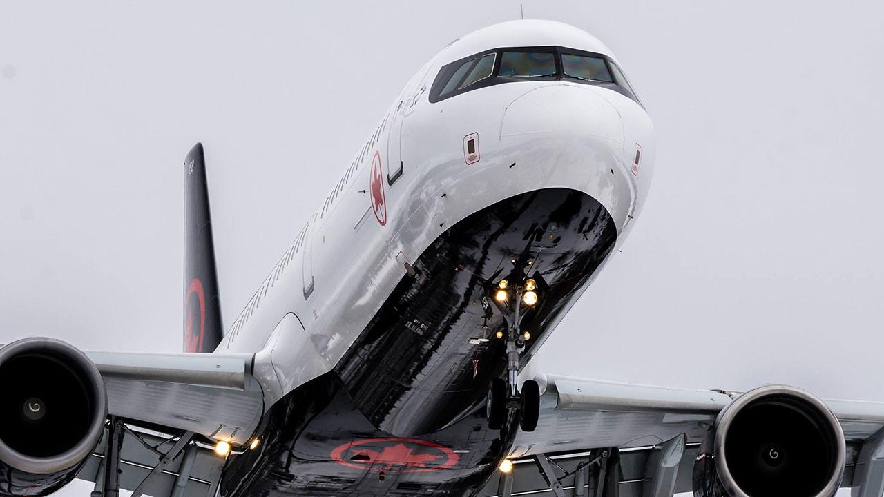 Retiro de Visa y dólar caro impulsan a Air Canada en México