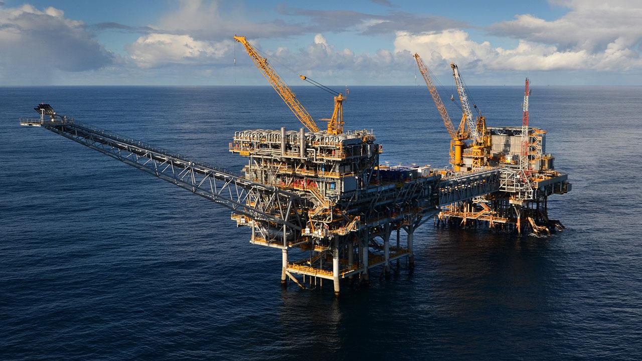 Exxon Mobil y BP evacuan plataformas petroleras por huracán Michael