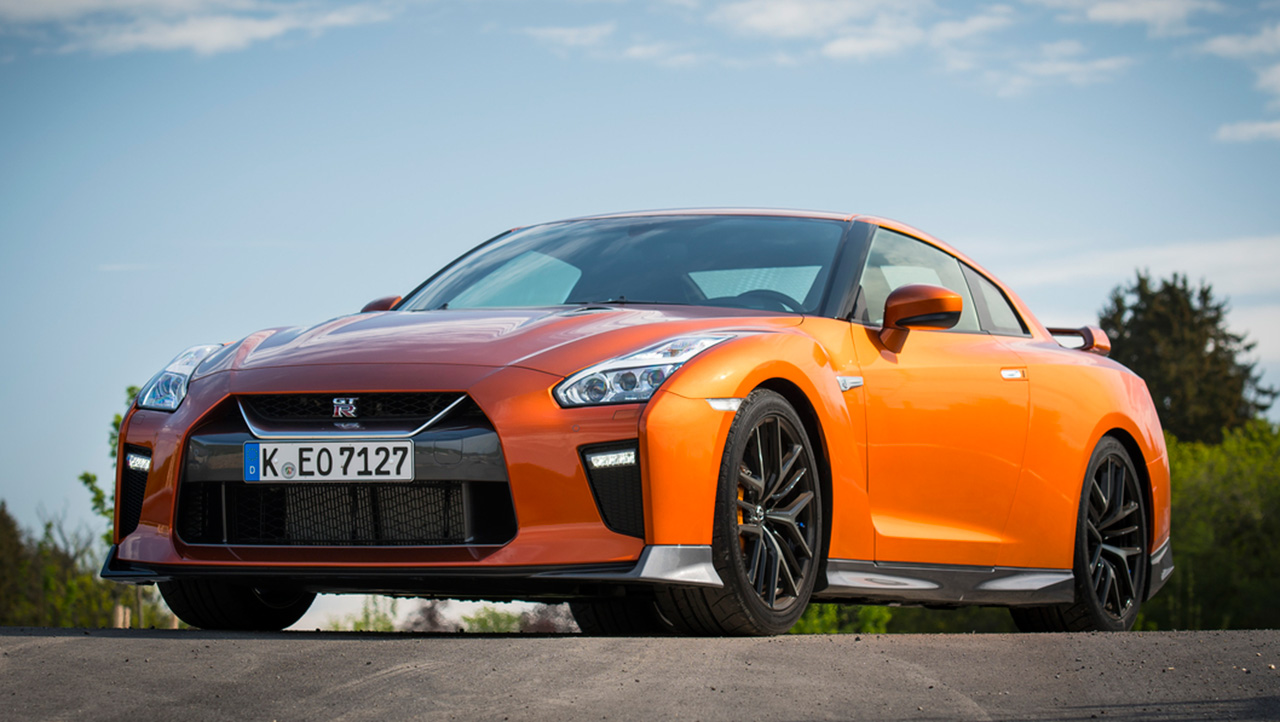 Llega el más poderoso y legendario sobre las pistas: Nissan GT-R