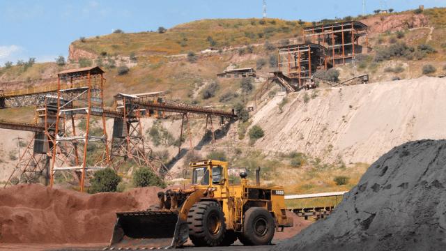 Cierra AHMSA mina, se quedan 500 sin empleo