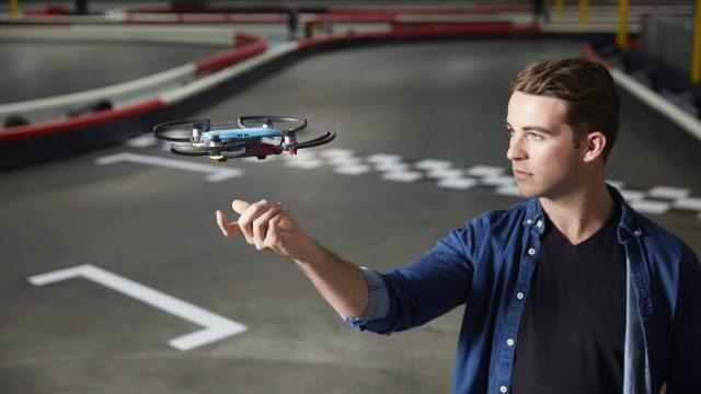 Spark, el drone que se controla con gestos de mano