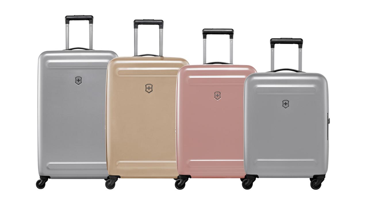 Maletas en colores metalizados, la nueva tendencia de moda para viajeros