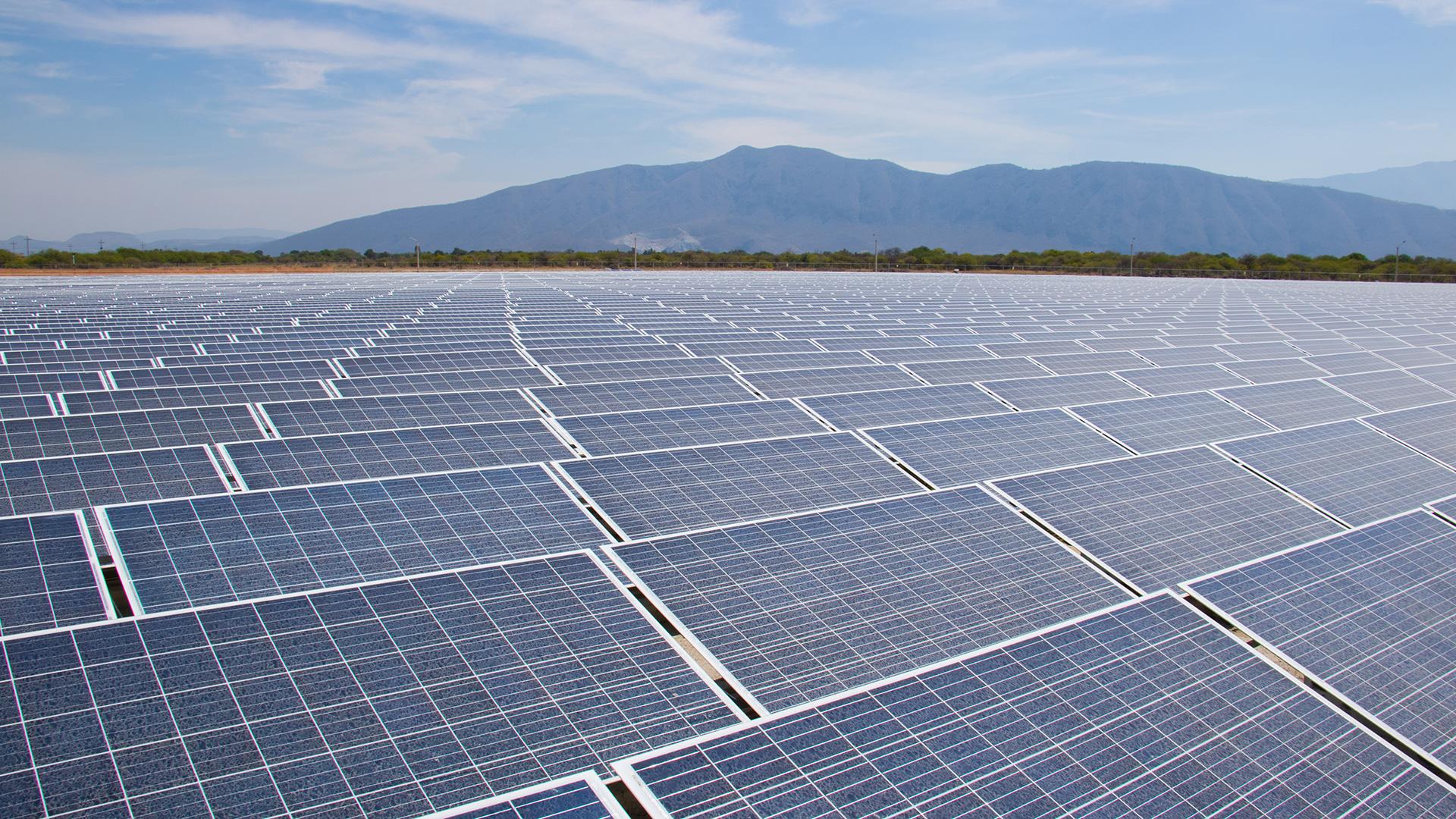 Un campo solar que puede alimentar 32,000 casas