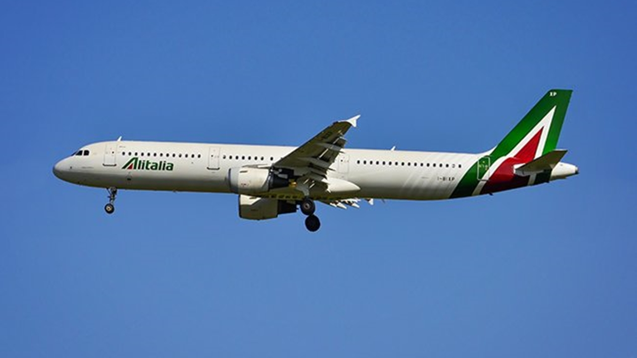 Alitalia inicia procedimiento por bancarrota