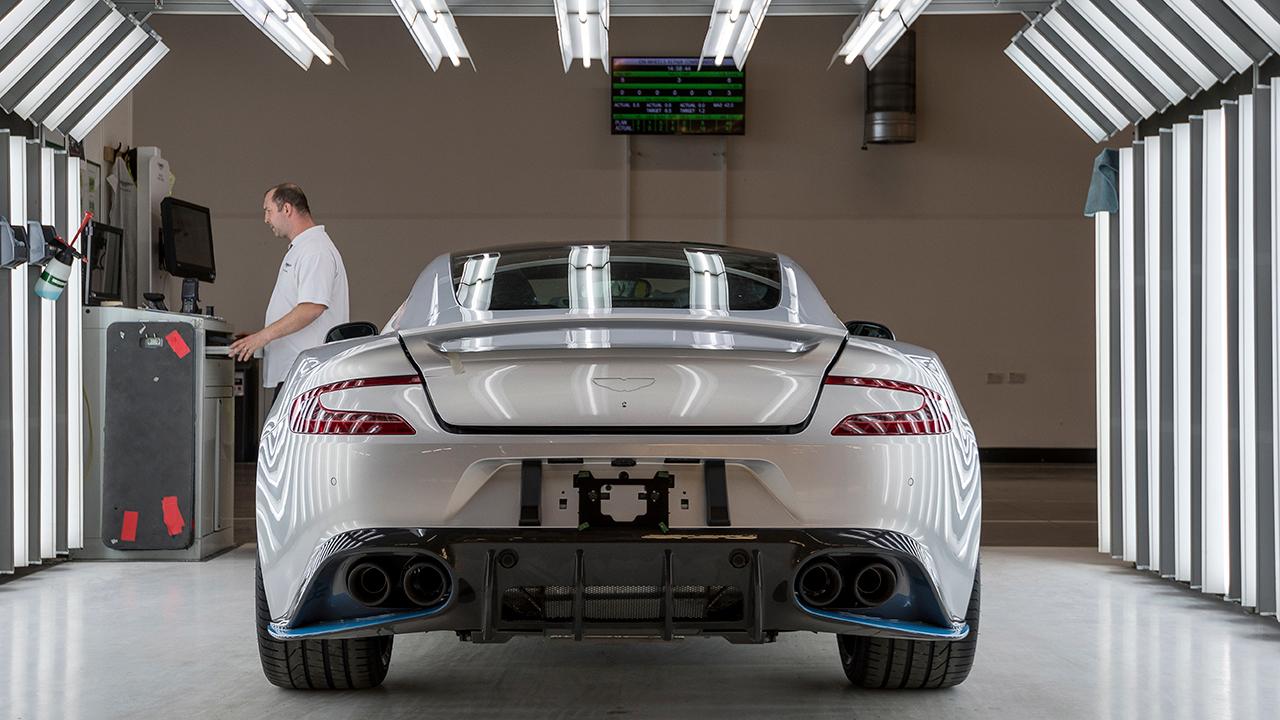 Acciones de Aston Martin caen con fuerza en su debut bursátil