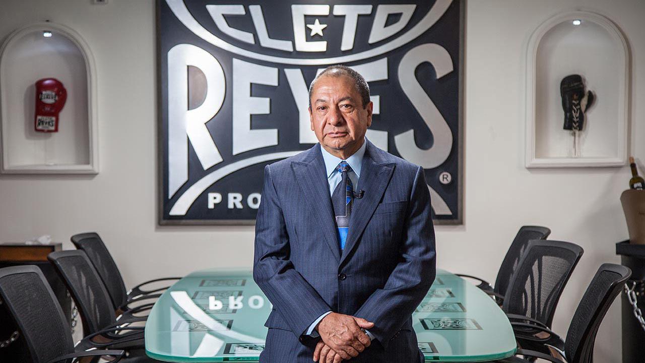 El legado de Alberto Reyes, el empresario que vistió los puños de los campeones