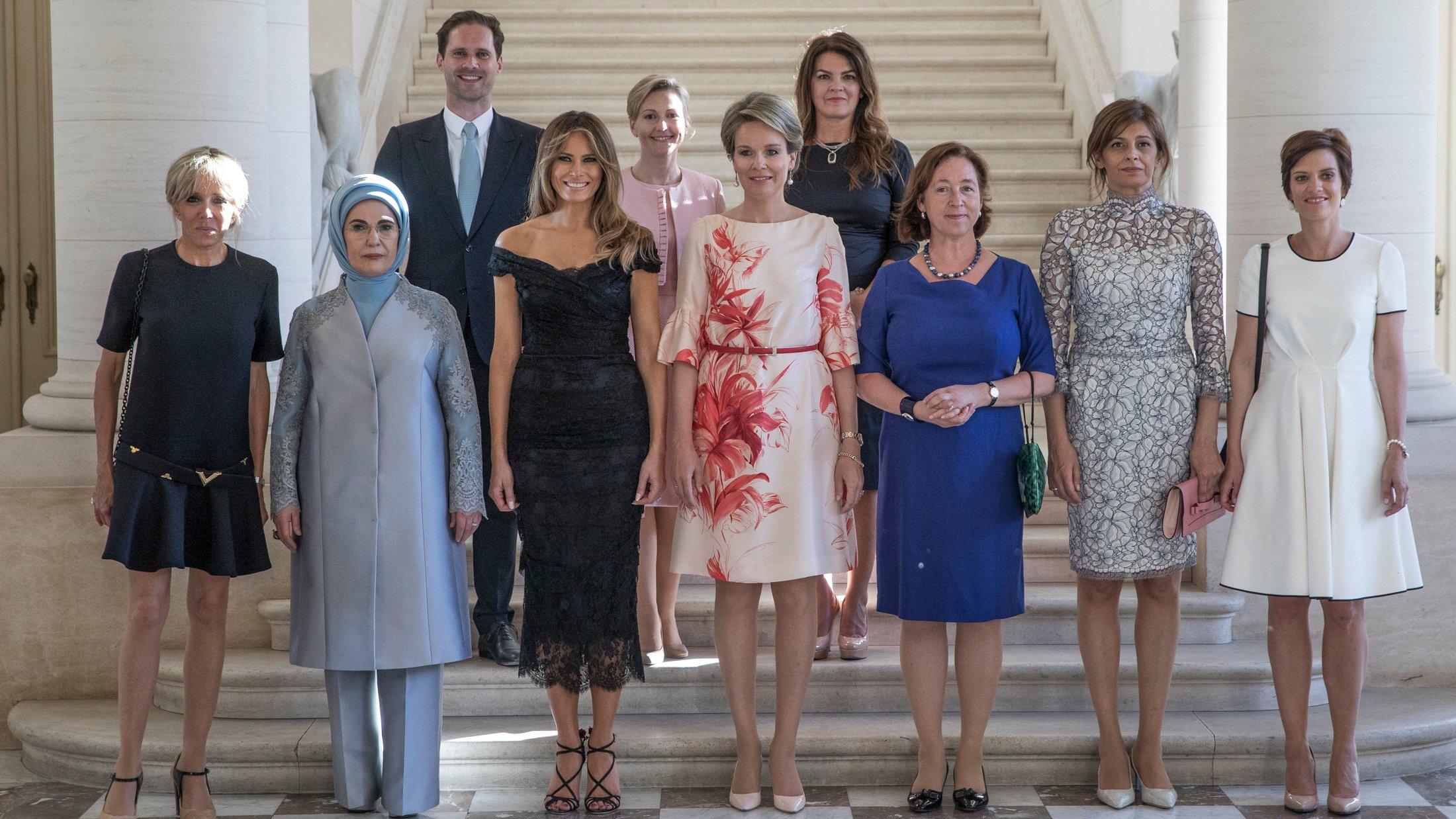 Foto de primeras damas de la OTAN tiene pincelada masculina