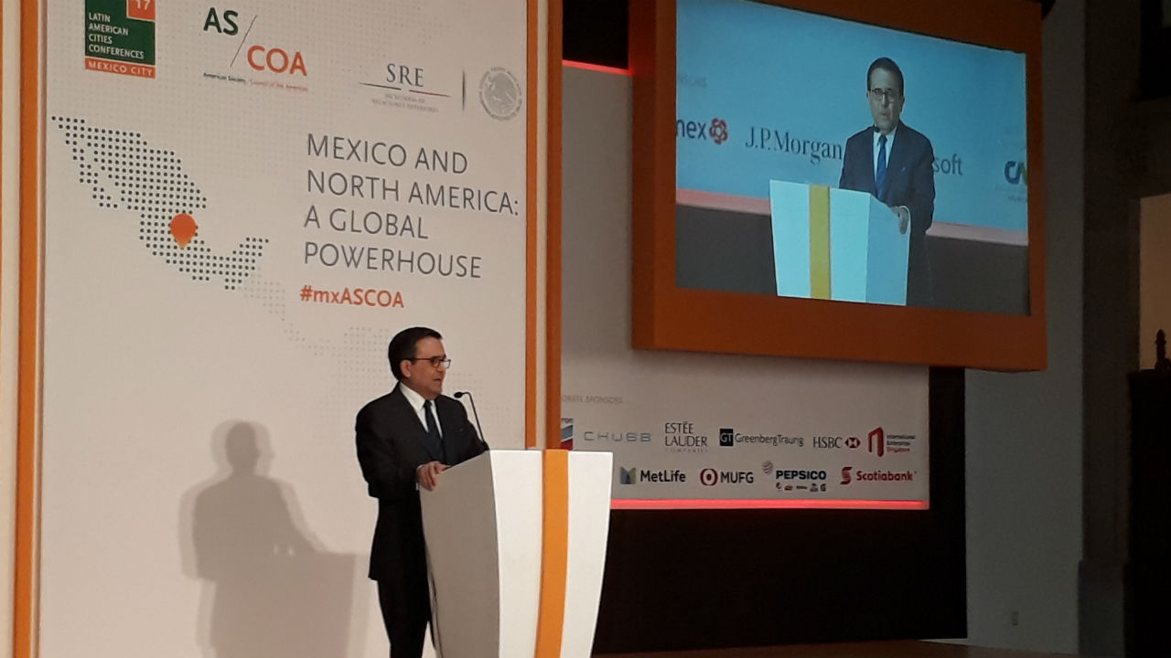 """El gobierno mexicano, """"positivo"""" ante renegociación de TLCAN"""