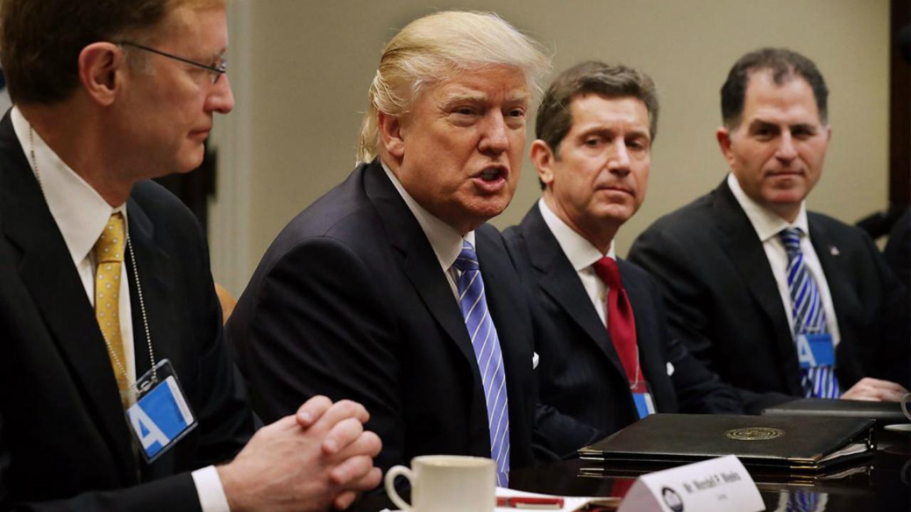Trump se defiende en Twitter de las acusaciones de Comey