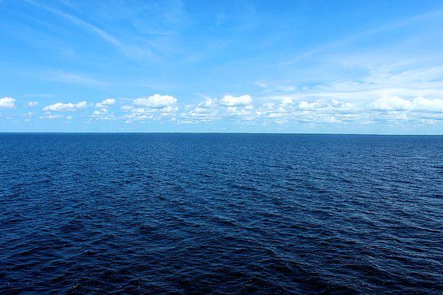 Científicos crean nuevo combustible usando agua de mar