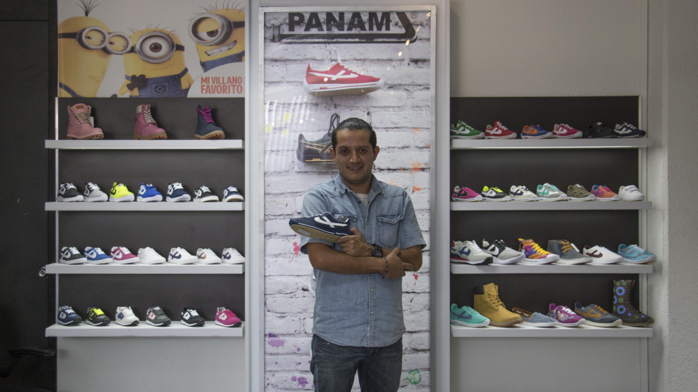 Panam resiste a la invasión extranjera con tenis hechos a mano