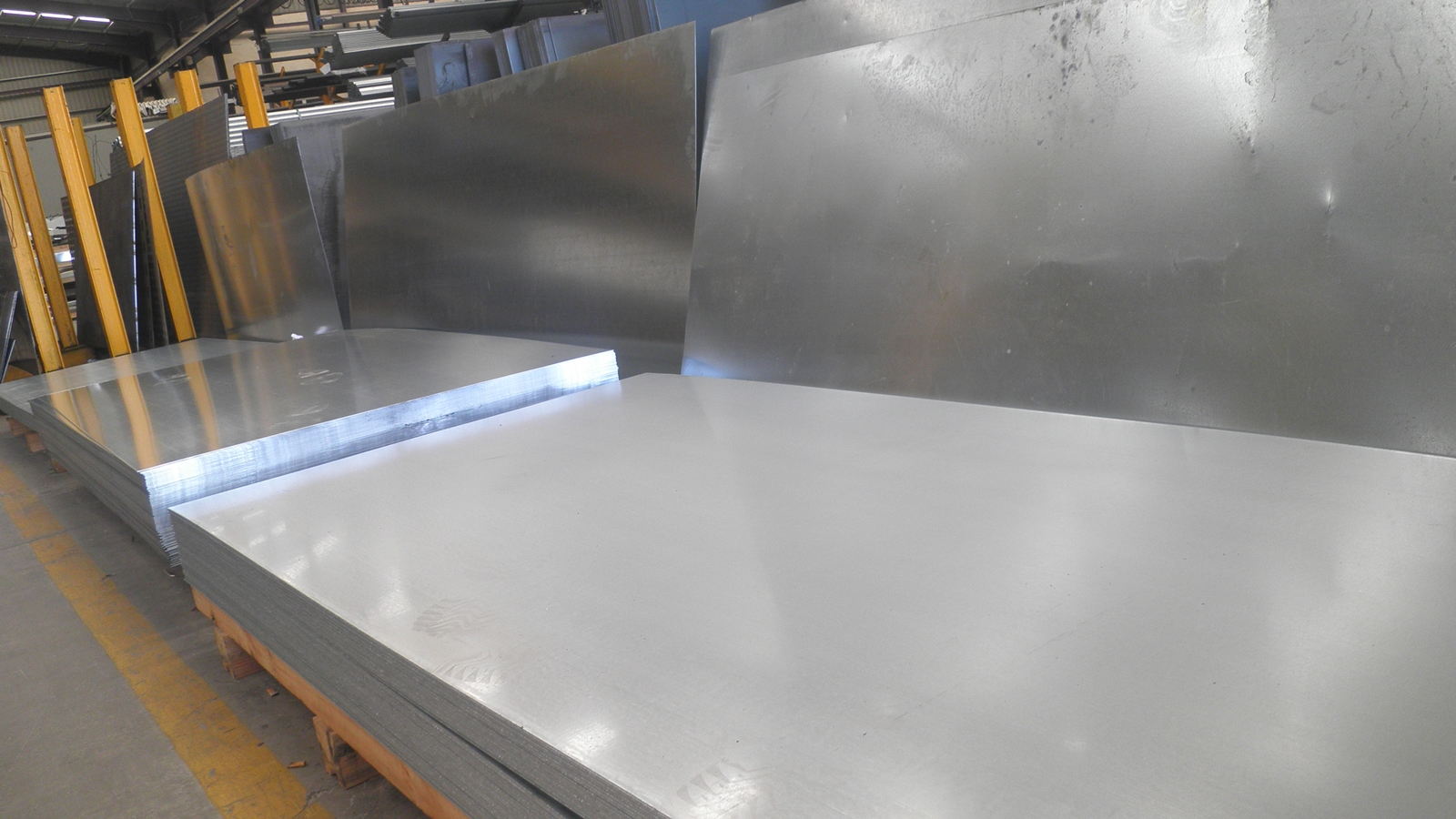 Cofece detecta posibles prácticas monopólicas en mercado de acero