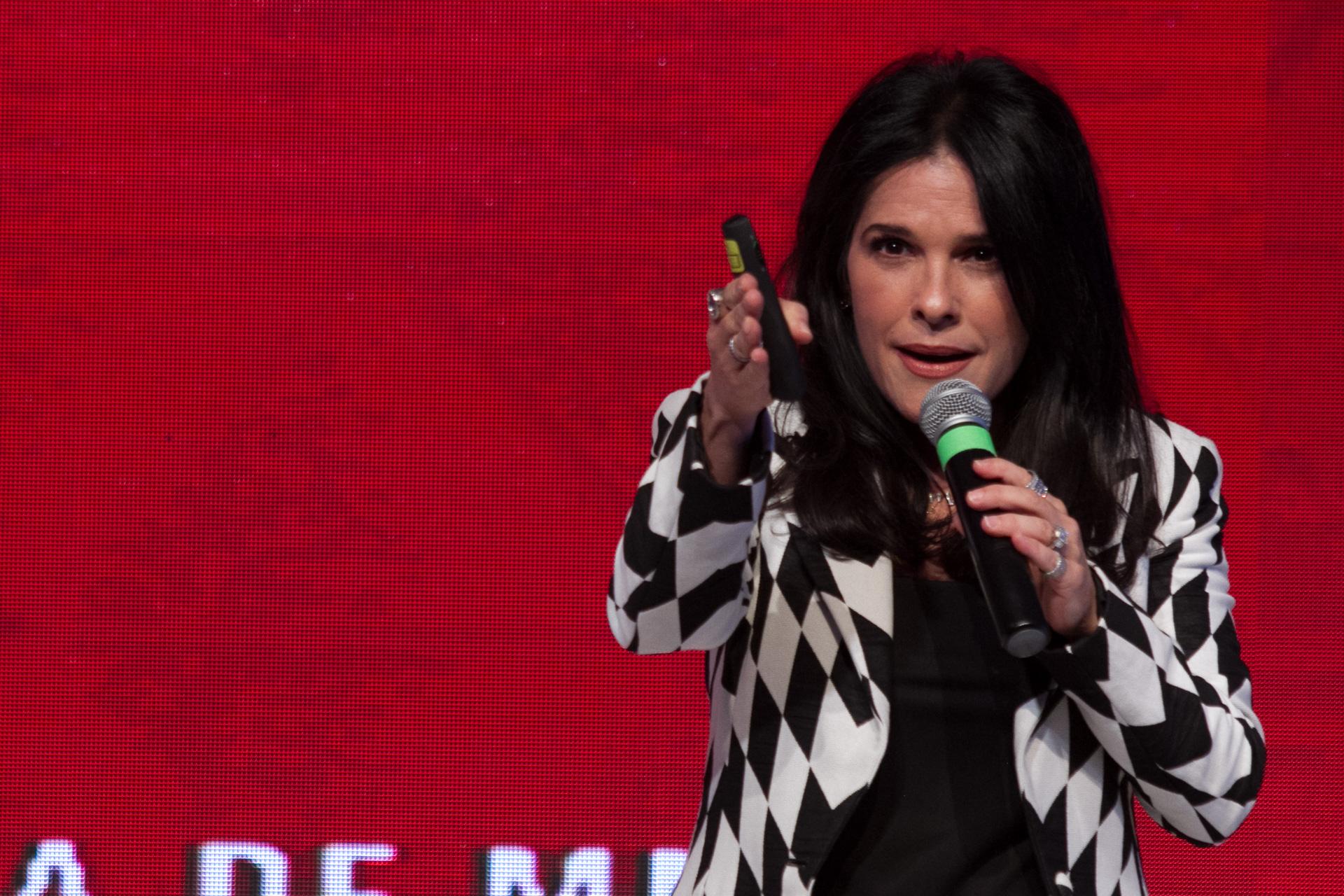 Los emprendedores deben atreverse a hacer locuras: Martha DeBayle