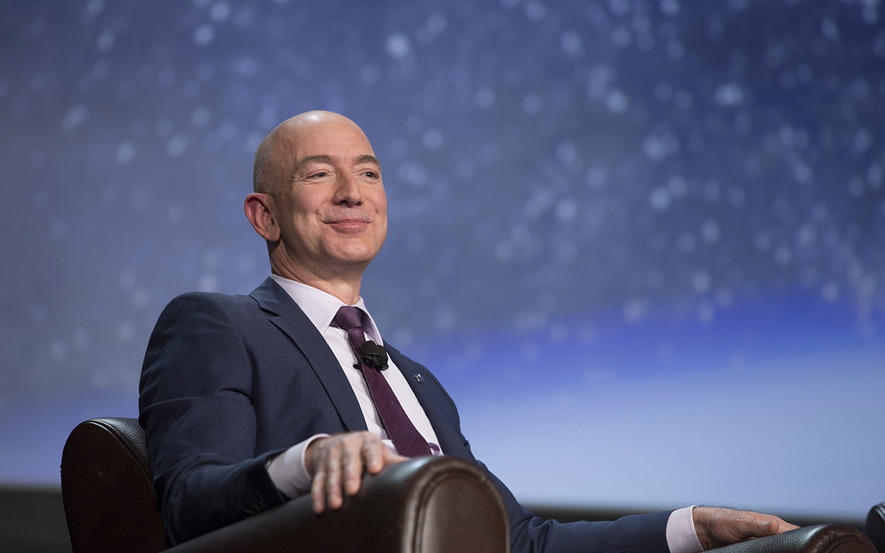 La fortuna de Jeff Bezos toca los 100,000 mdd durante el Black Friday