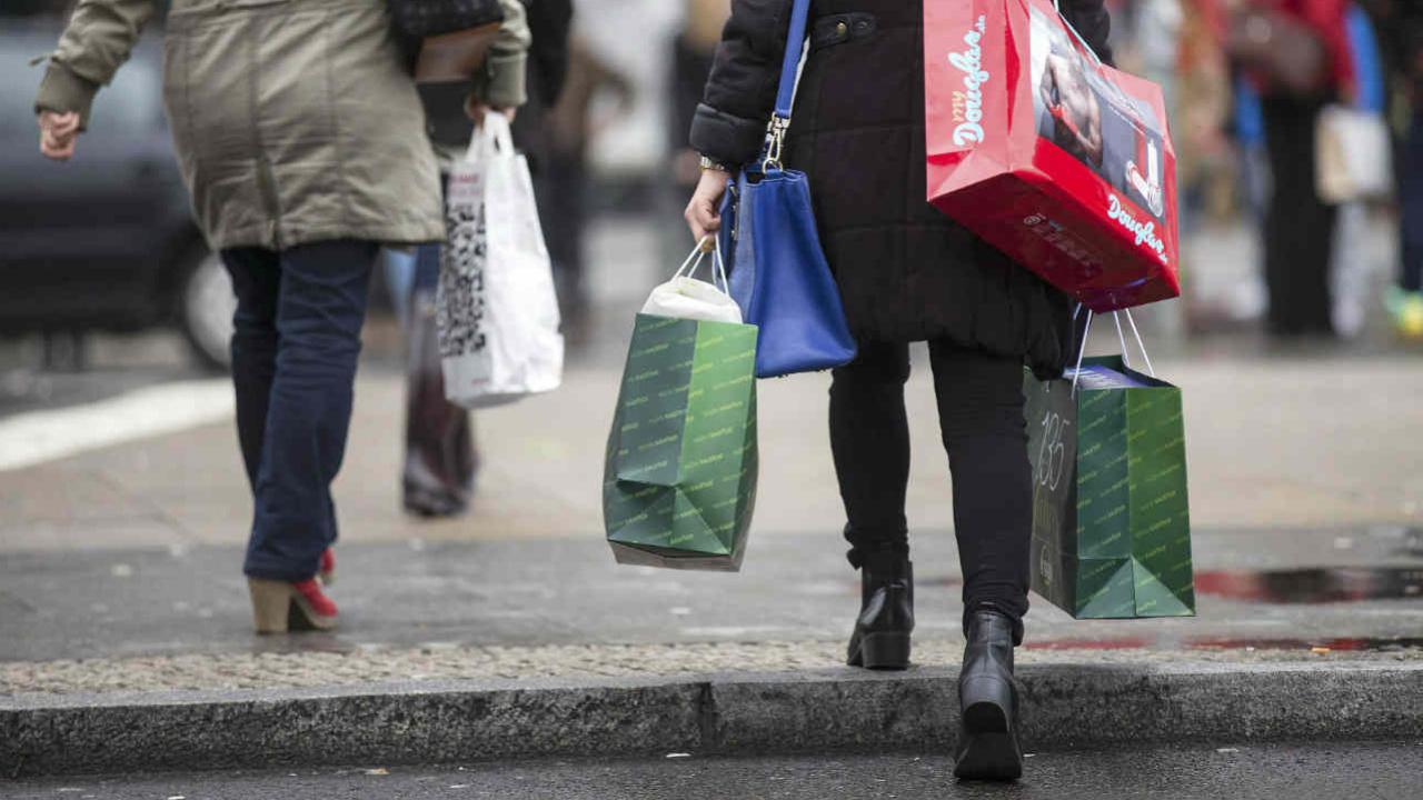 Compras de bienes importados rescatan el consumo privado