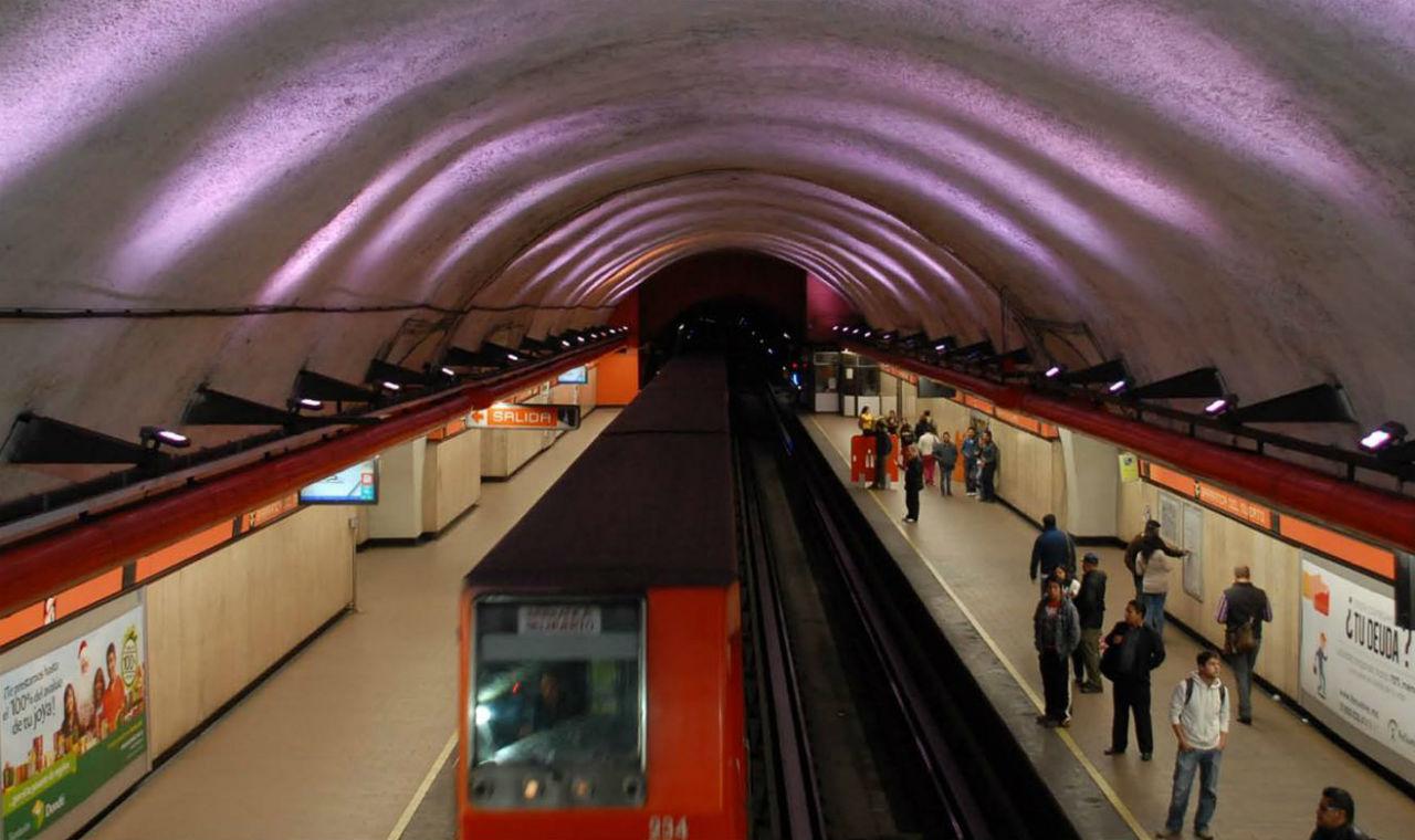 Línea 7 del Metro, parcialmente cerrada por inundación