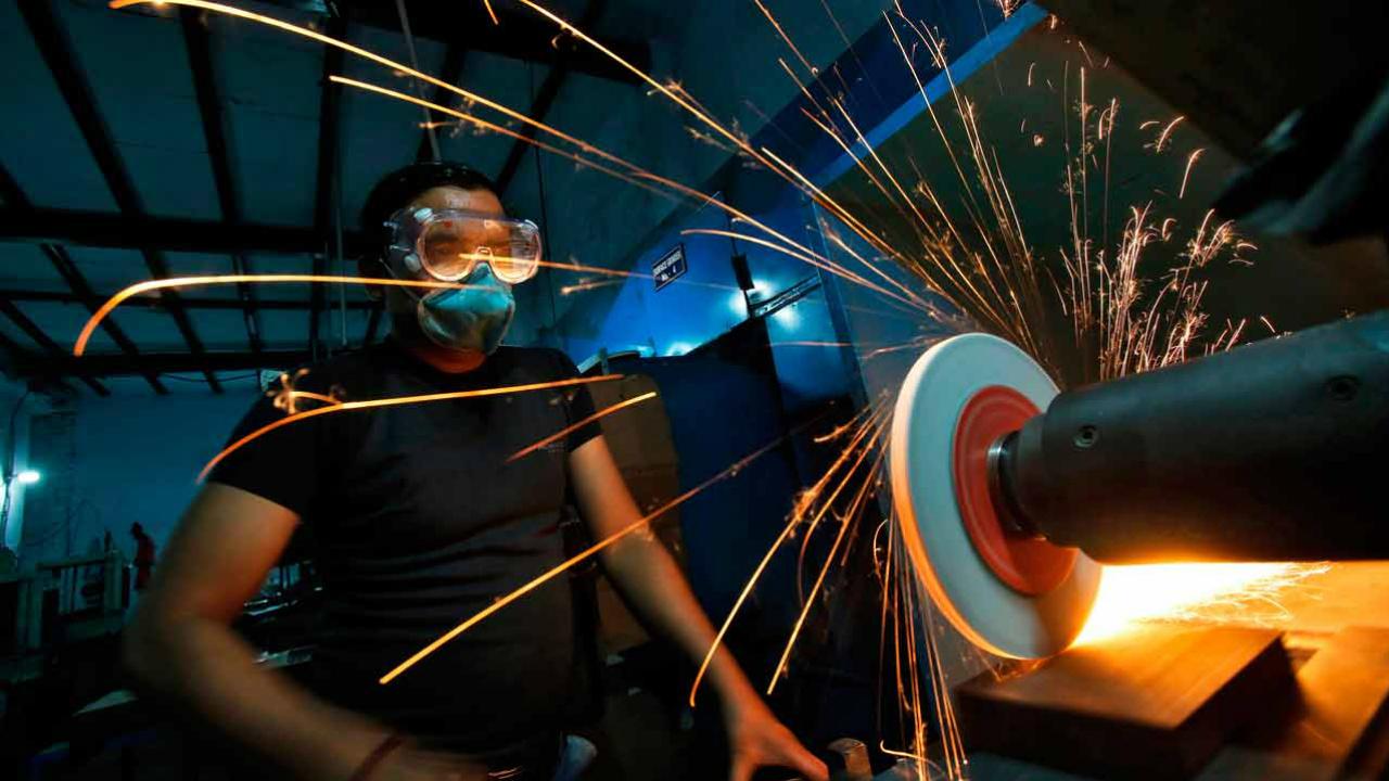 Empleo en sector manufacturero crece 2.9% anual en junio