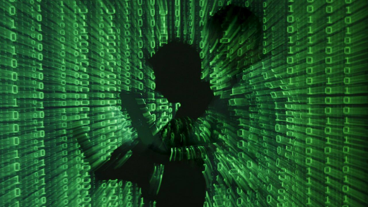 Equipos de Apple y Amazon habrían sido hackeados por China; firmas lo niegan