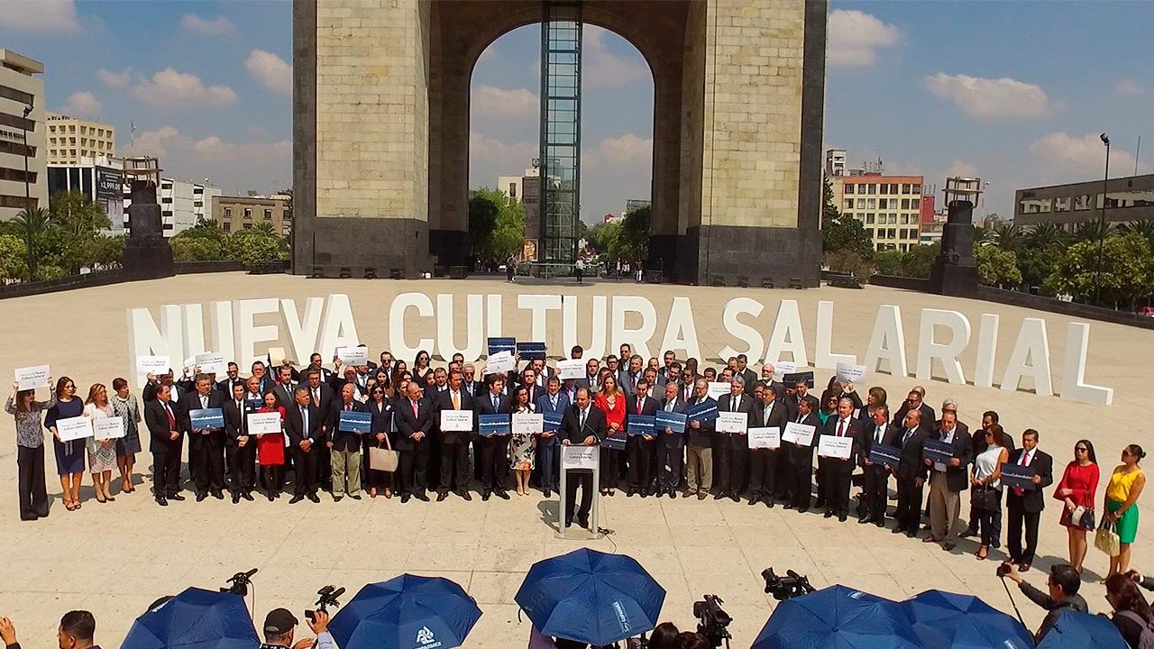 Empresarios exigen aumento del salario mínimo a 92.72 pesos