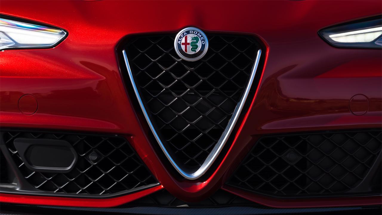 Él es Giulia, la nueva belleza más rápida de la historia de Alfa Romeo
