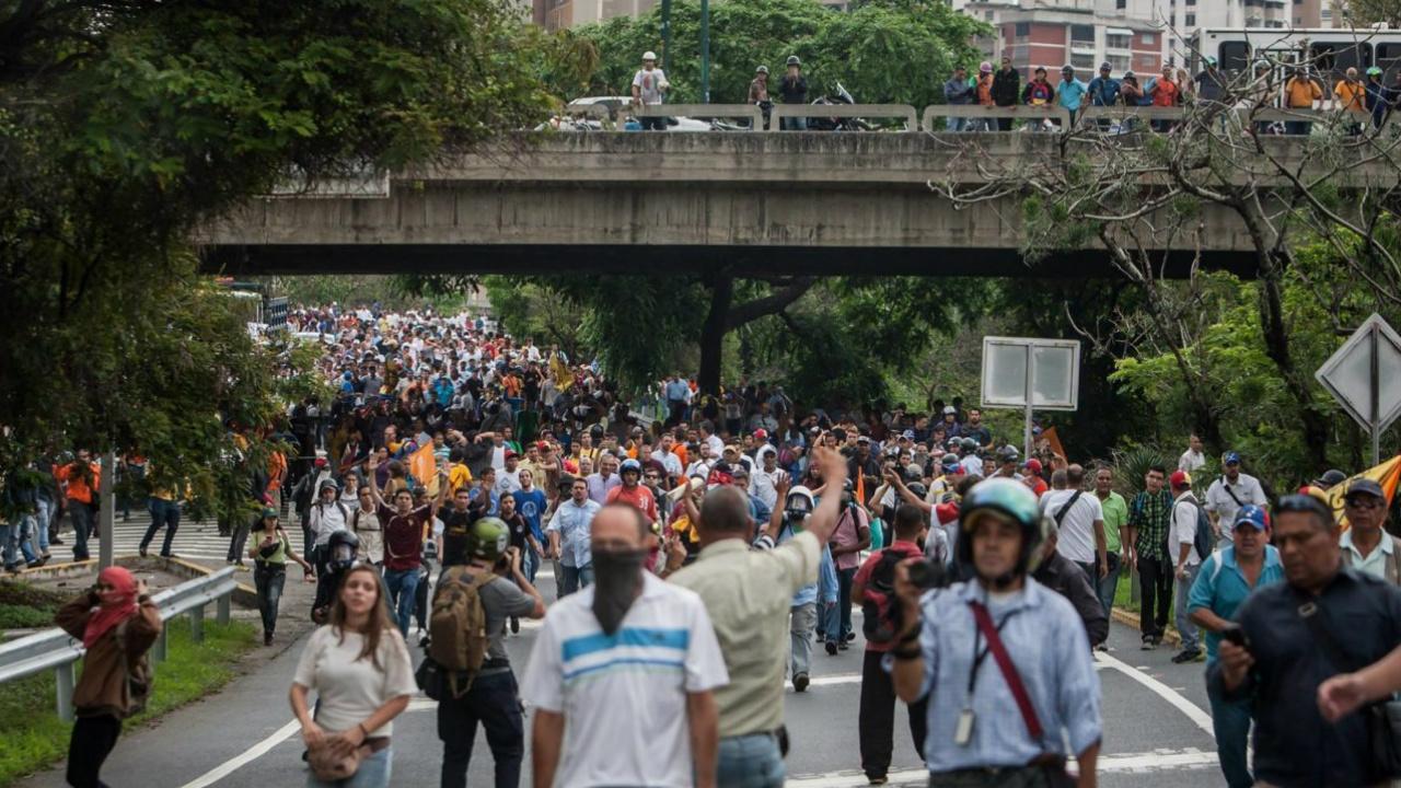 Venezolanos podrían elegir presidente y legisladores el mismo día