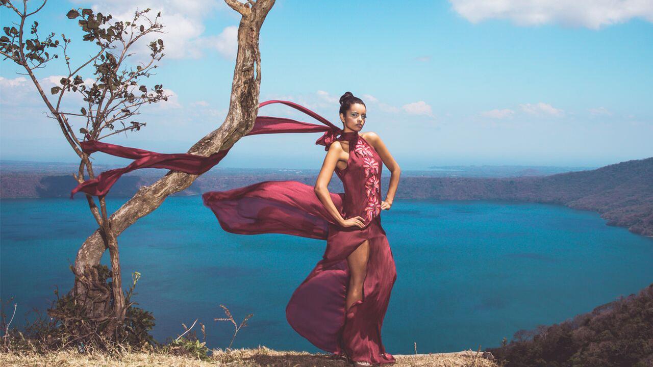 Diseño oaxaqueño despunta en vestidos de alta costura