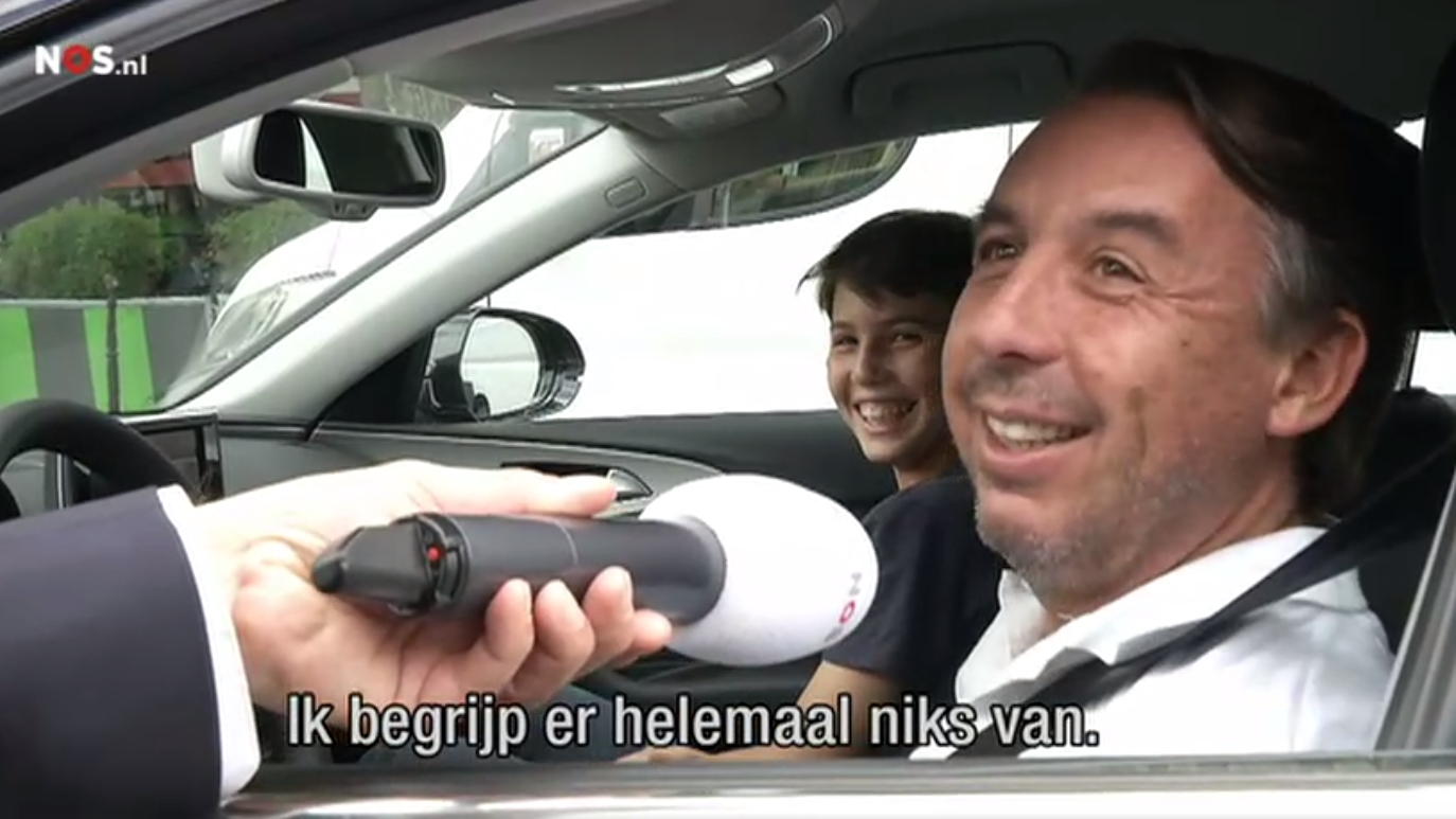 Sorprenden a Azcárraga Jean conduciendo sin un permiso en París