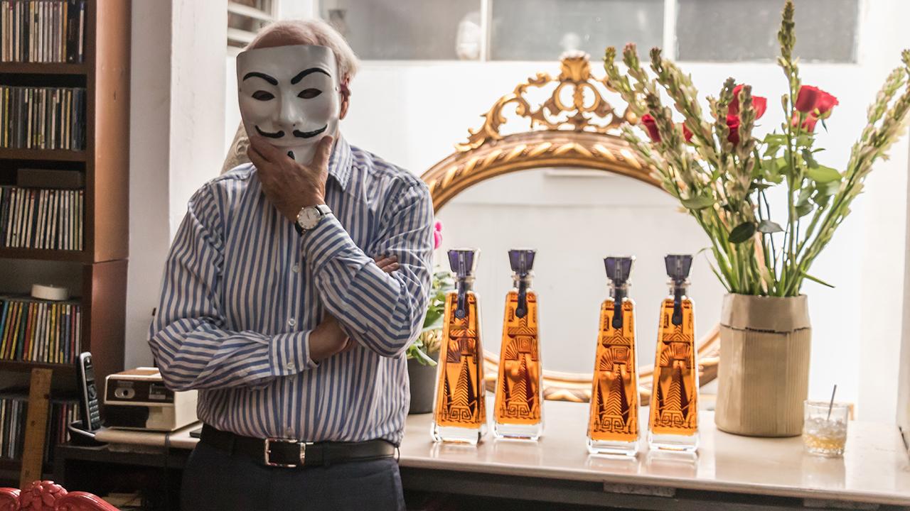 El genio de Pedro Friedeberg plasmado en una botella de tequila