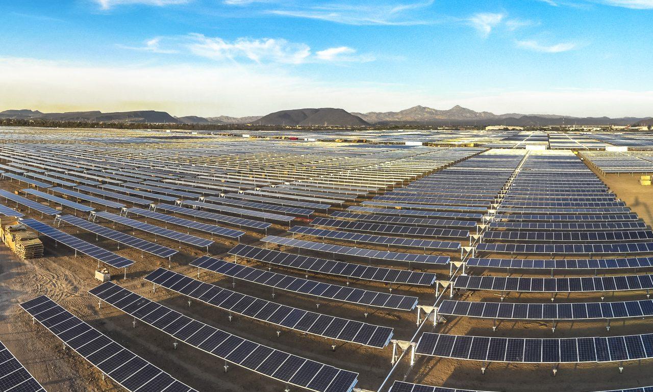 Industria solar pide a AMLO que no improvise con reguladores energéticos