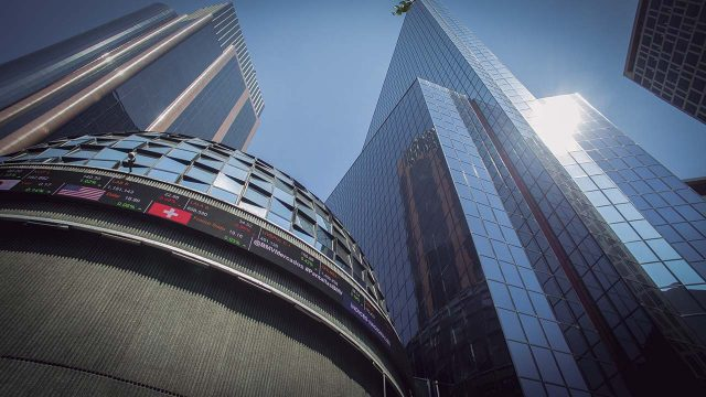 Bolsa Mexicana tiene sesión negativa tras inicio de renegociaciones del TLCAN