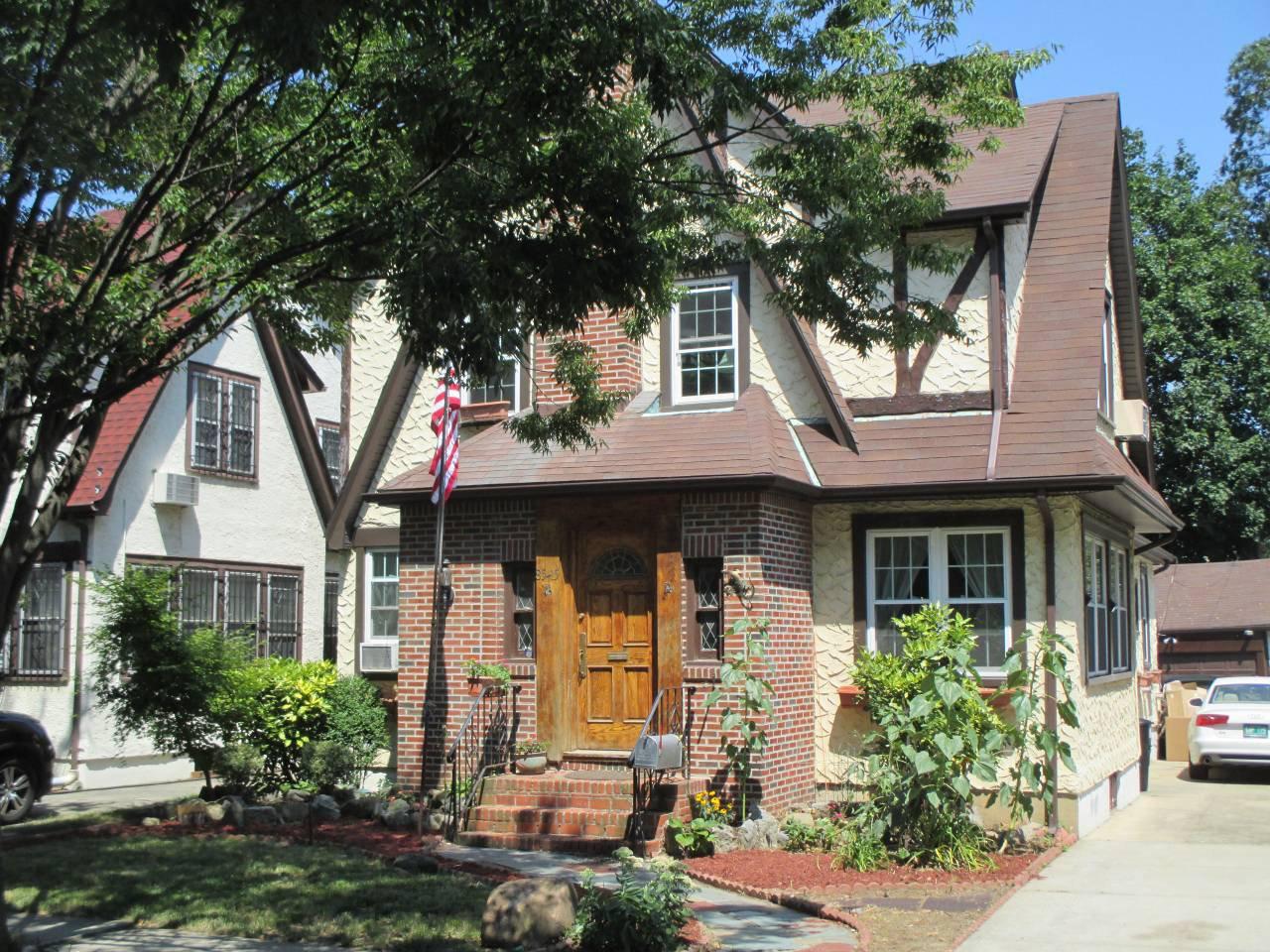 ¿Quieres dormir en la casa donde creció Trump? Airbnb lo hace posible