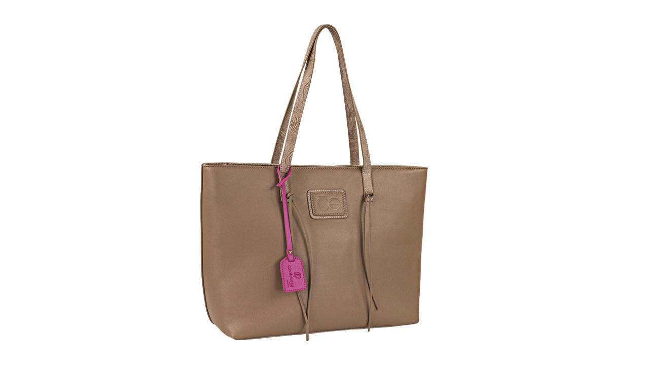 La moda y el cáncer de mama se toman de las manos con esta bolsa