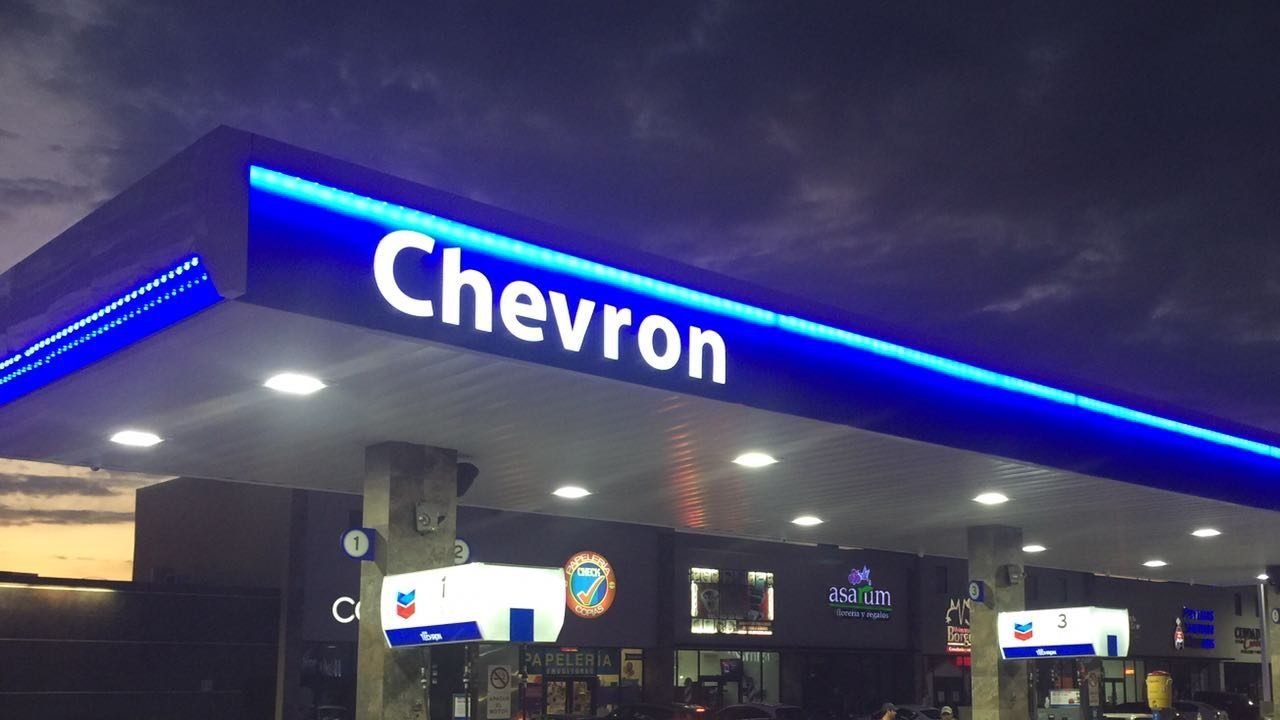 Chevron también le dice adiós a la gasolina de Pemex