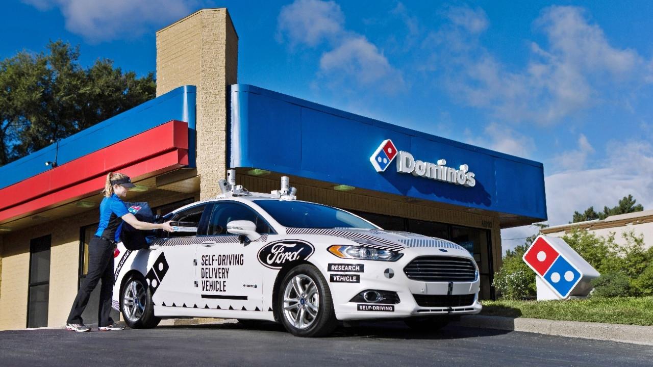 Domino's repartirá pizzas en vehículos autónomos de Ford