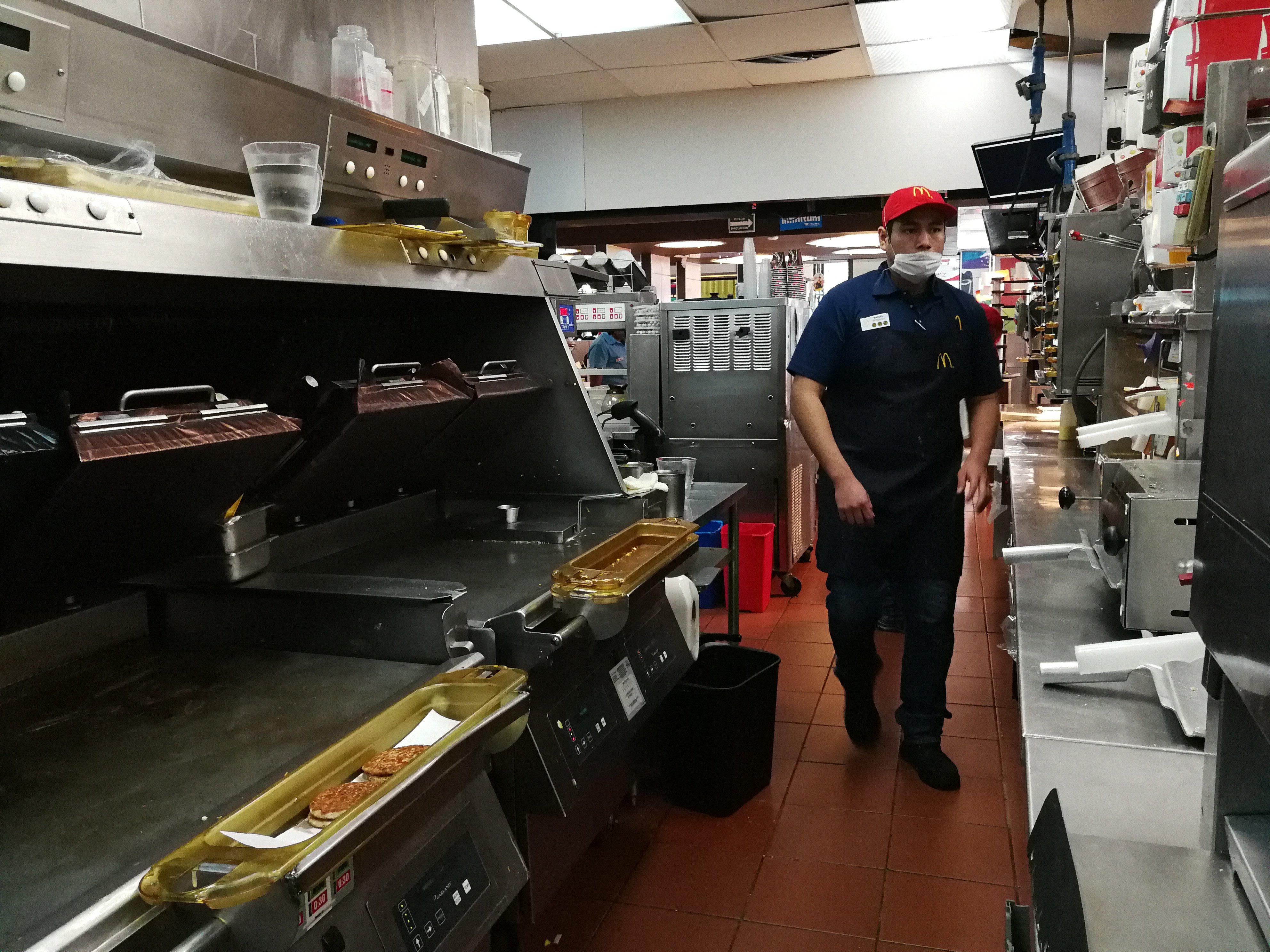 ¿Quién abolló la corona de McDonald's en México?