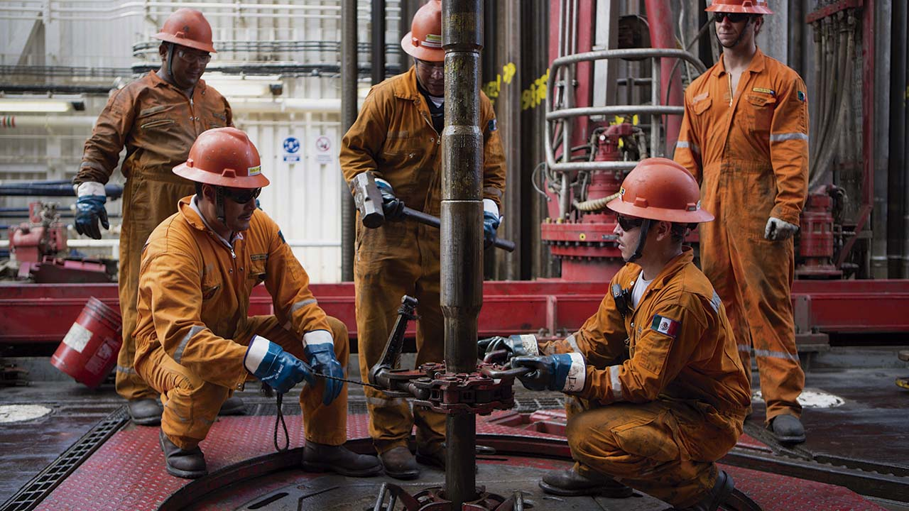 Producción de petróleo de Pemex mantiene declive durante agosto