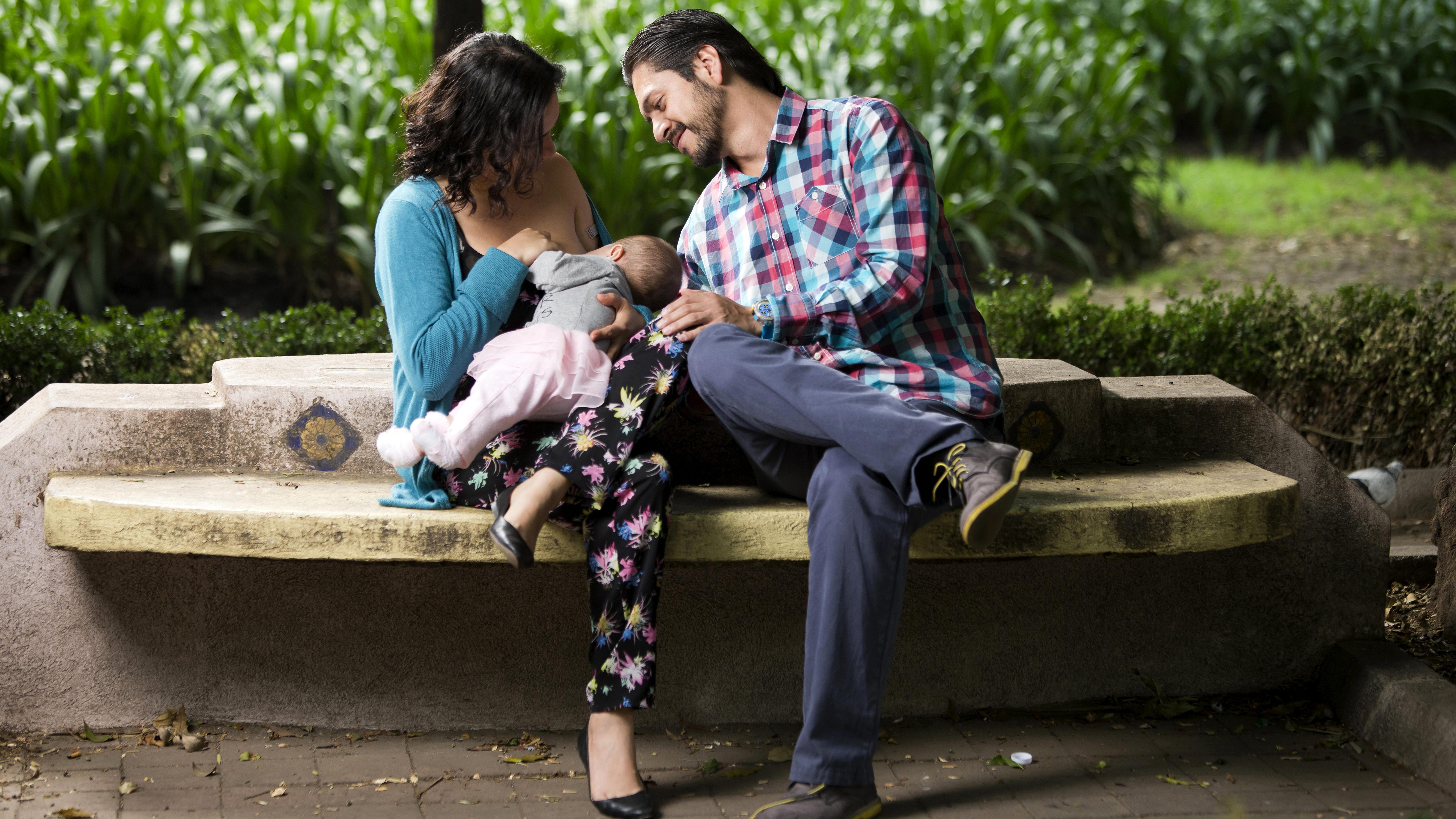 Madres lactantes vacunadas transmiten anticuerpos a sus hijos: estudio