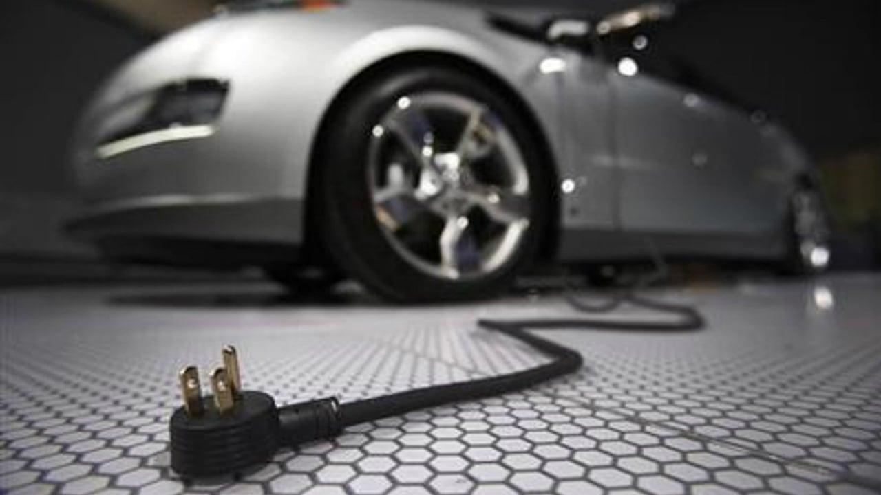 Merkel propone a Europa desarrollar sus baterías para autos eléctricos