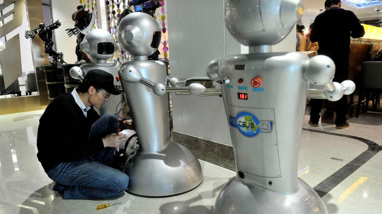 Robots 'sanitizadores' evitarían riesgos de contagio por Covid-19