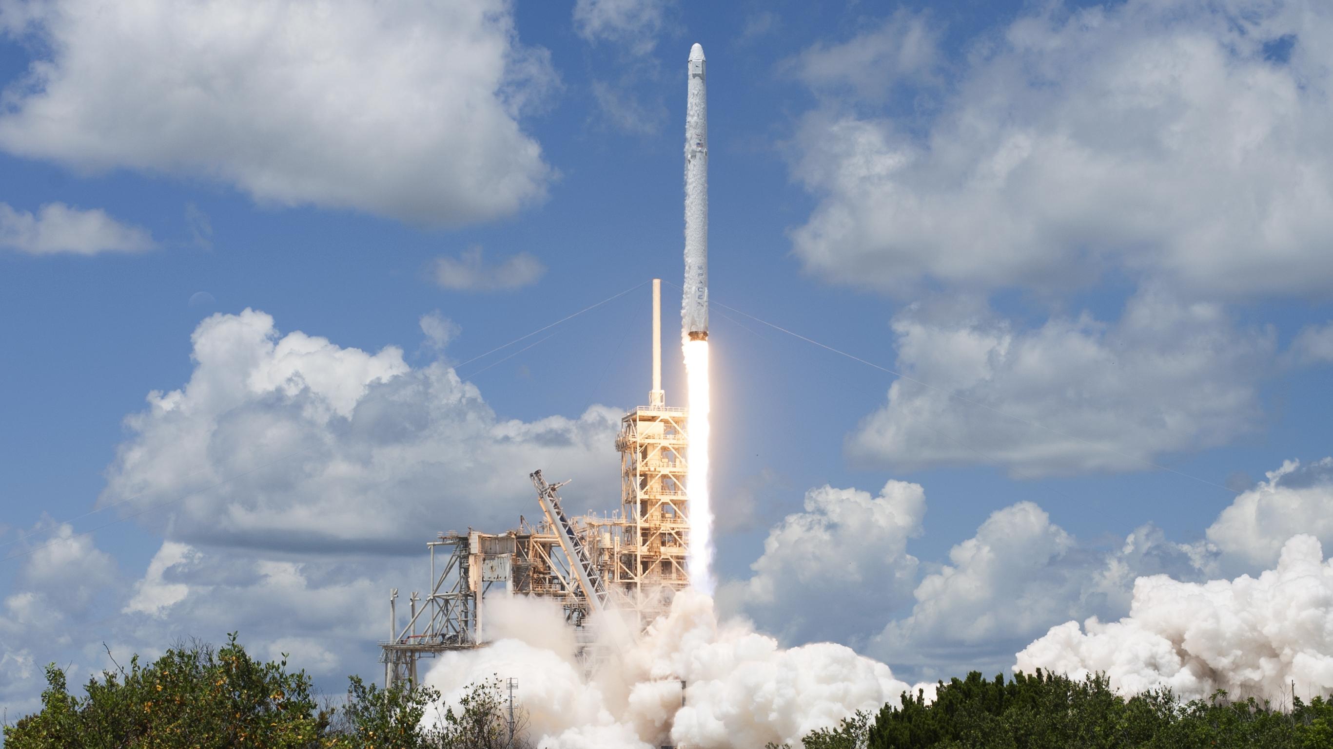 Un salto gigante al espacio: Elon Musk presenta su primer lanzamiento con astronautas