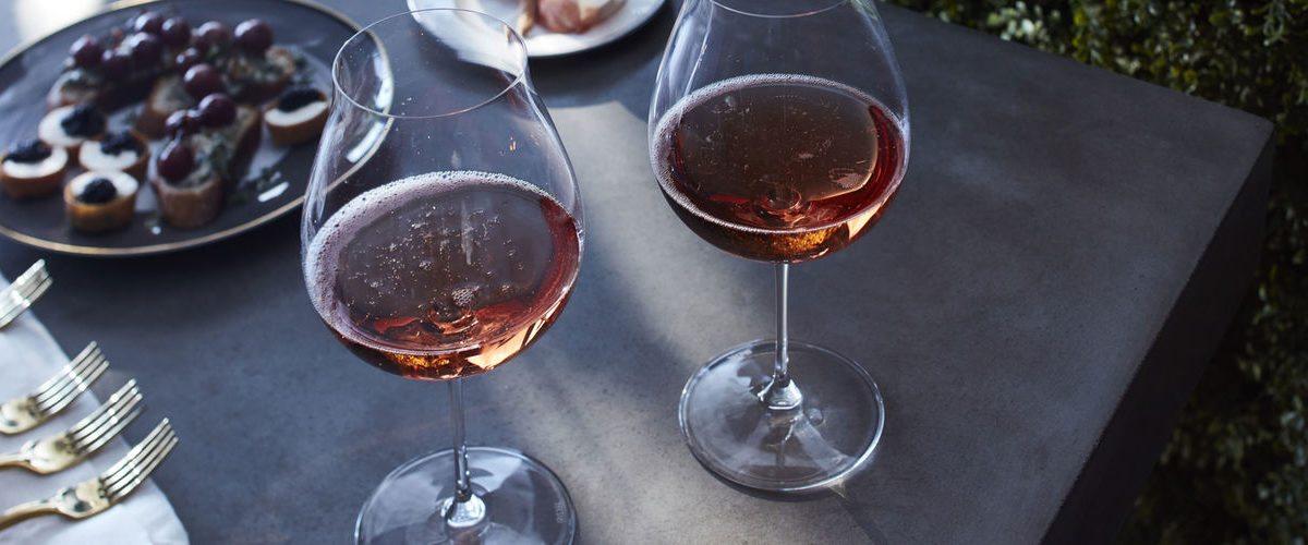 Aquí te enseñan a catar champagne rosado premium