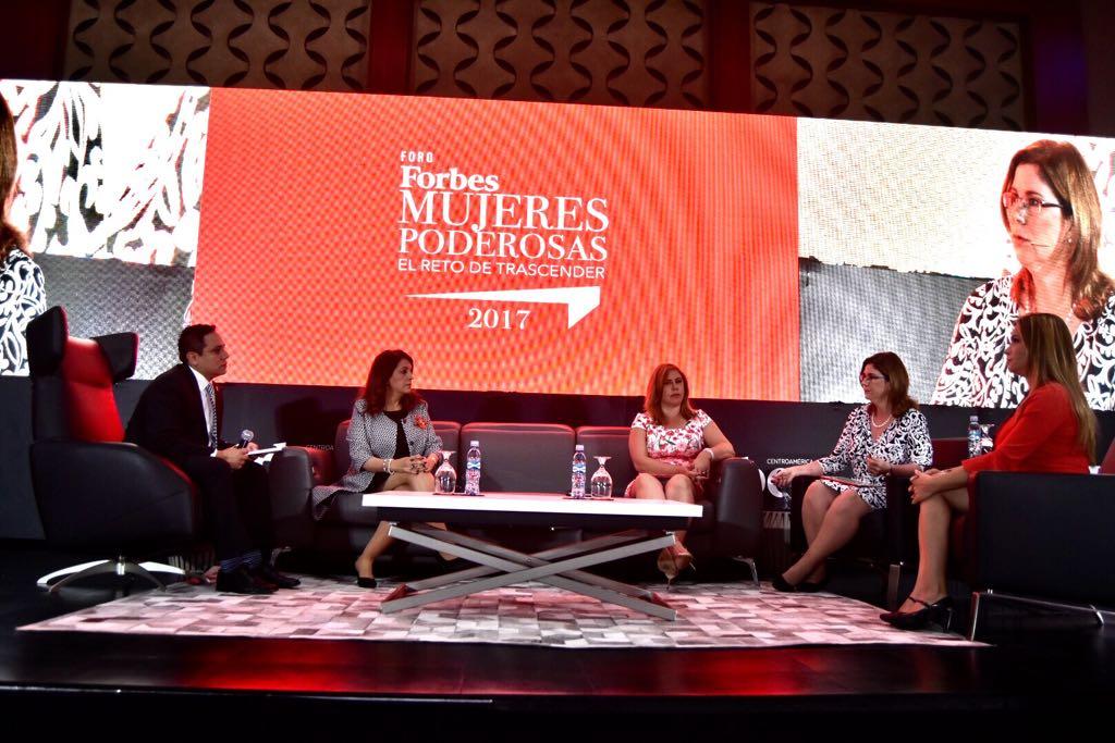 Tener muchas mujeres en la política, cambia la política: Doris Arias