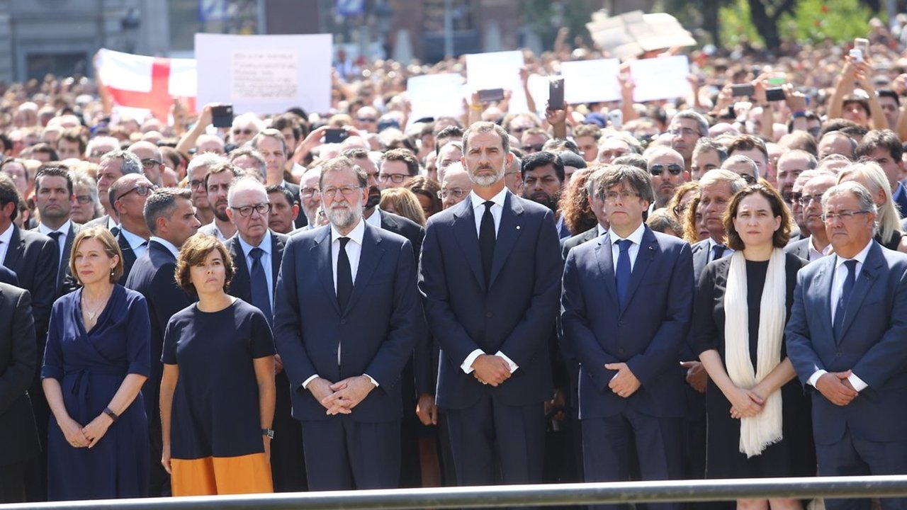 Barcelona grita 'No tengo miedo' tras atentados terroristas