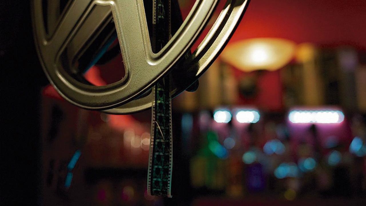 ¿Por qué son tan caras las palomitas en el cine?
