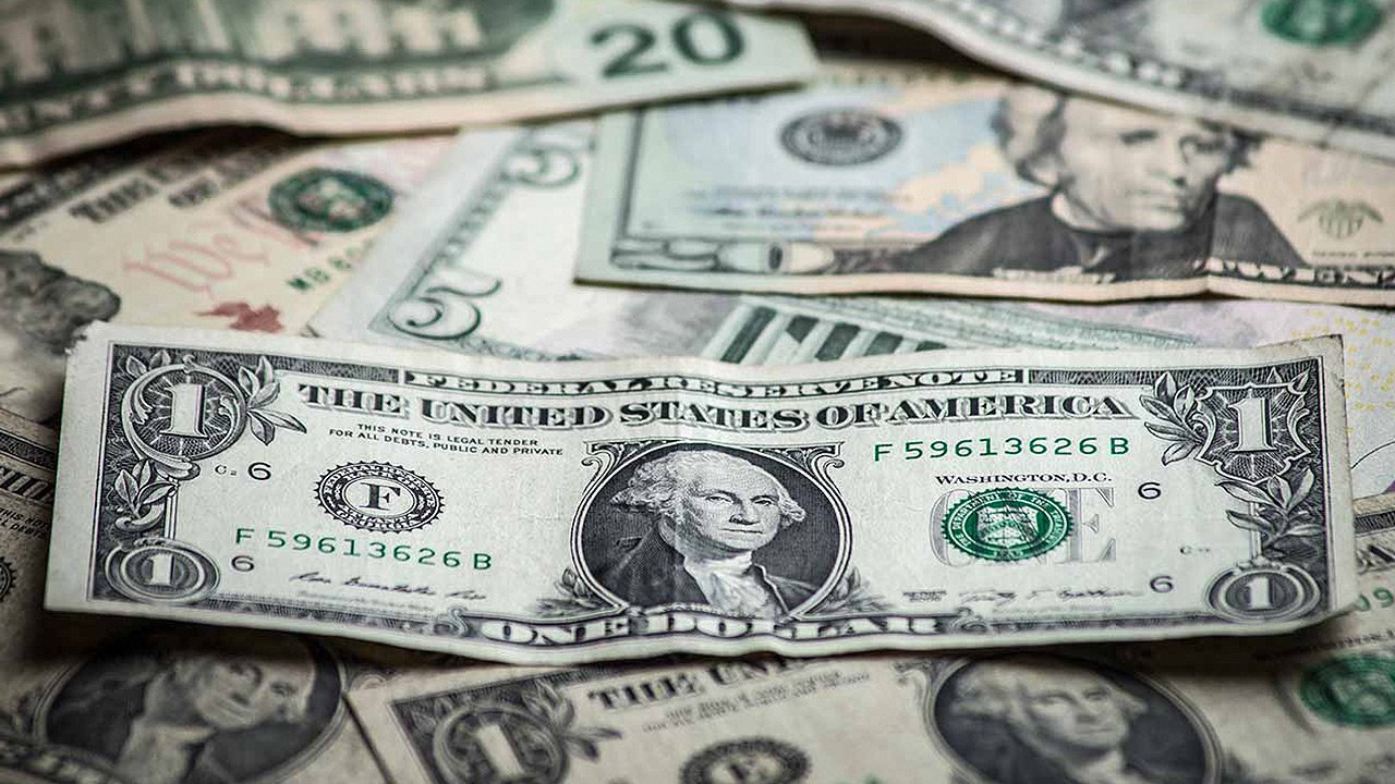 Dólar, cerca de máximos de un mes antes de conocer minutas de la Fed