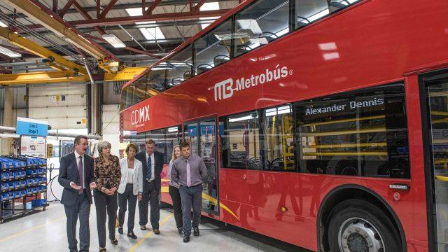 Primera Ministra británica congratula por contrato de metrobuses con Ciudad de México