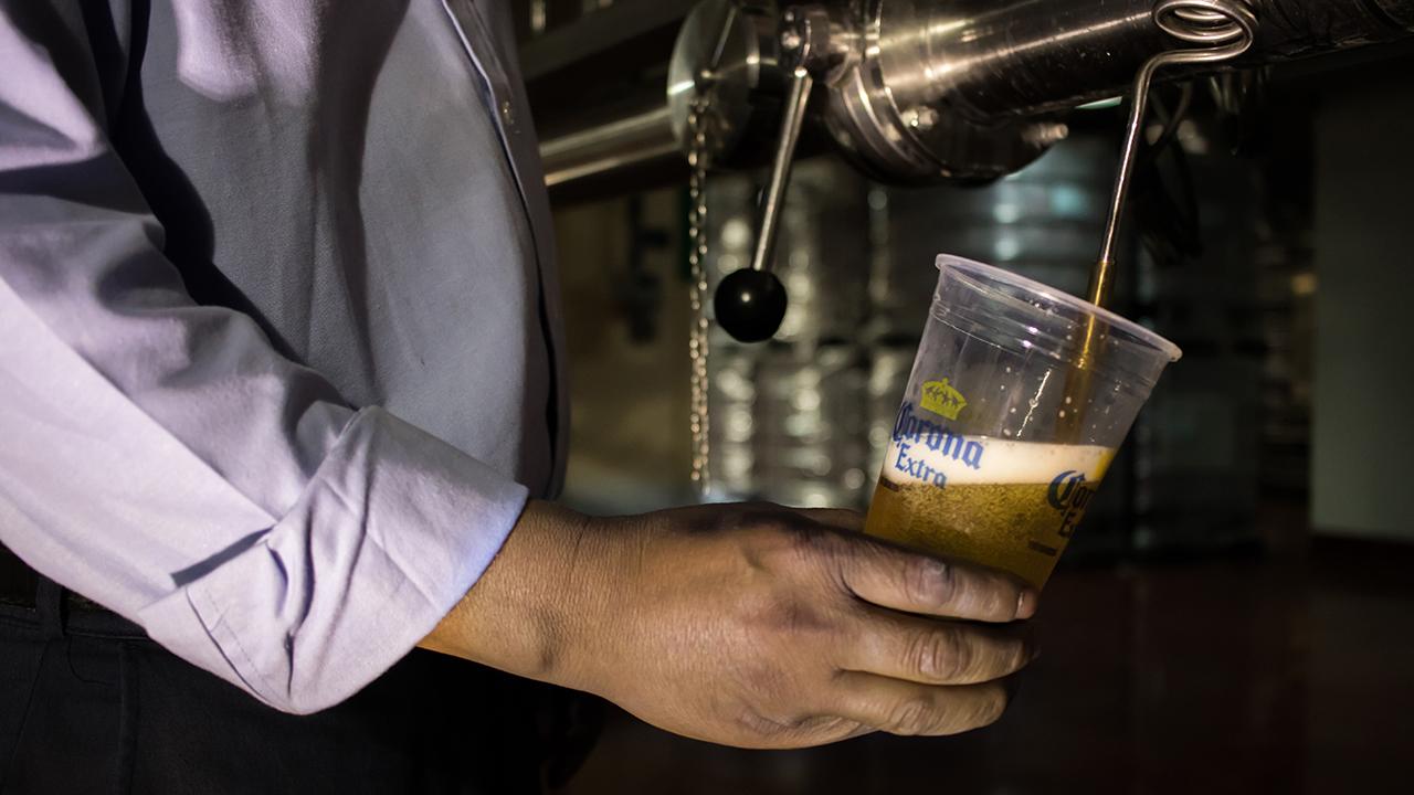 Modelo se alista para producir cerveza con energía limpia