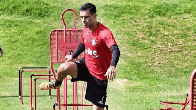 """Rafa Márquez se defiende en el """"partido más difícil"""" de su vida"""