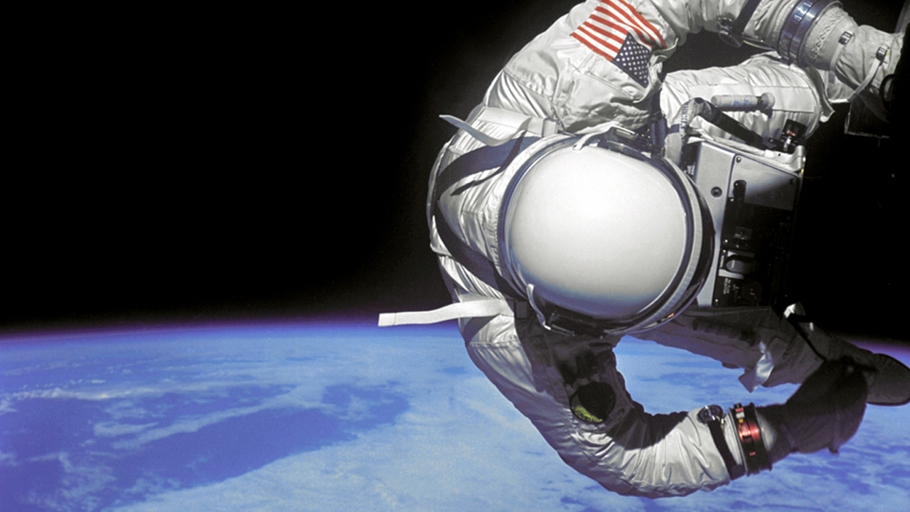 Astronautas, nave de Space X y propulsor, listos para despegar al espacio