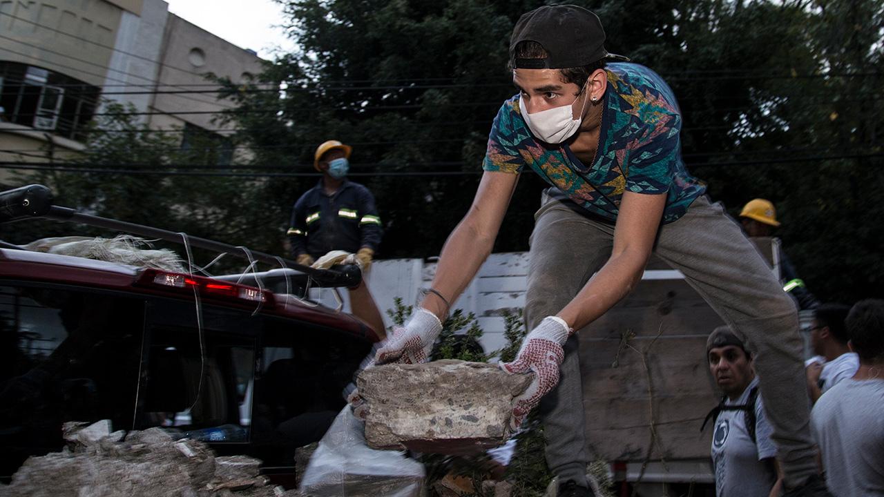 Protección Civil aumenta a 324 cifra de número de muertos tras el sismo